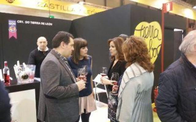 Visitas ilustres al stand de Bodegas GORDONZELLO en la XXVIII Edición del Salón de Gourmet, Madrid.